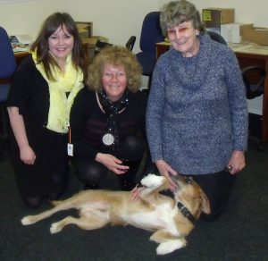 The Dug meets his admirers - Natalie McGarry, Alexis Deans and May Findlay