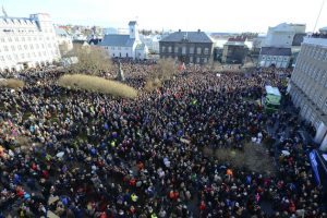 People demonstrate against Iceland's Prime Minister Sigmundur Gunnlaugsson in Reykjavik, Iceland on April 4, 2016 after a leak of documents by so-called Panama Papers stoked anger over his wife owning a tax haven-based company with large claims on the country's collapsed banks. REUTERS/Stigtryggur Johannsson